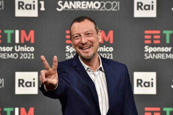 """Amadeus condurrà anche Sanremo 2022, sarà la terza volta consecutiva: """"Non vedo l'ora"""""""