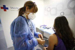 Coronavirus, indice Rt sotto l'1: ma 17 Regioni sono a rischio moderato e aumenta la pressione sugli ospedali
