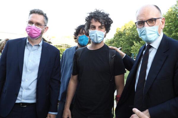Sardine e Santori di nuovo in campo: il leader col PD a Bologna, candidati anche a Milano e Roma