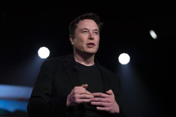 Elon Musk, l'ultima sfida di mister Tesla: energia elettrica e pannelli green