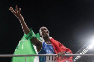 """Chi è Eseosa """"Fausto"""" Desalu, il velocista italiano medaglia d'oro nella staffetta 4×100 a Tokyo"""