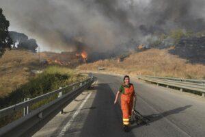 Aspromonte in fiamme, due vittime degli incendi in Calabria: un morto anche in Sicilia