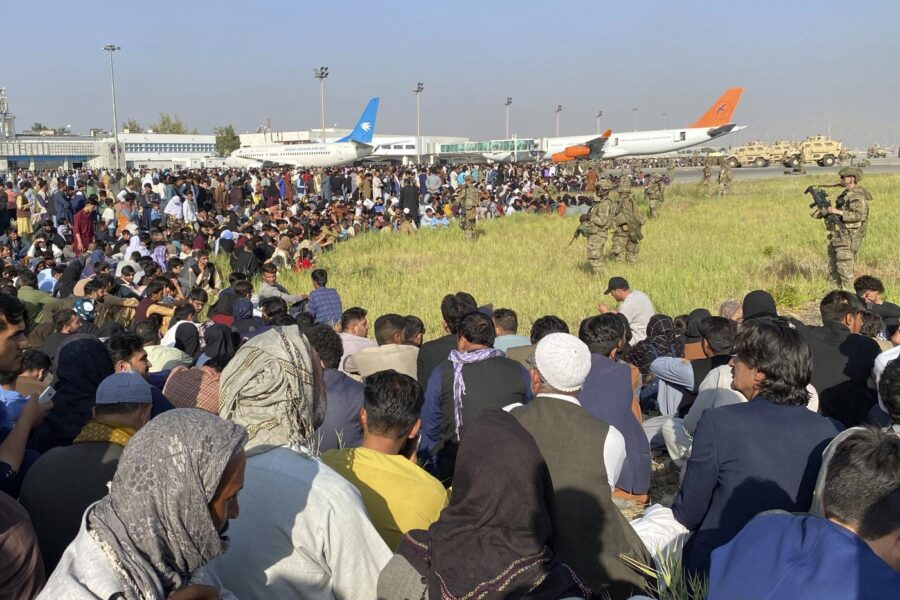 """""""Attacco imminente dell'Isis all'aeroporto di Kabul"""", l'allarme dell'intelligence Usa: pronti razzi e kamikaze"""