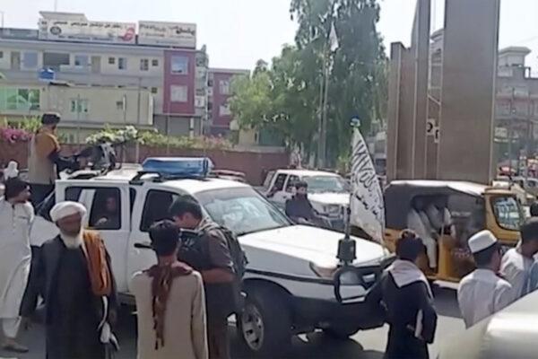 Afghanistan, il Paese è già in crisi economica: a pagare è la popolazione più povera