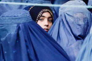 A Kabul i talebani stanno rapendo giovani donne per sposarle a forza