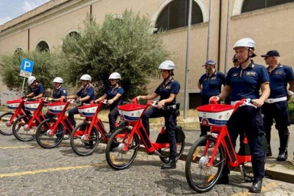 Le biciclette a pedalata assistita (Foto Facebook Virginia Raggi)