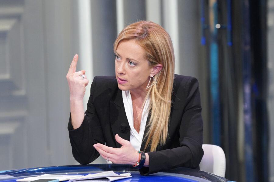 Le bufale di Giorgia Meloni su vaccini facoltativi e indennizzi: così viene smentita la propaganda