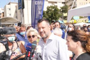 Cosa c'è dietro la nuova strategia di Salvini, di lotta e di governo