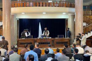 Amnistia e donne al governo (ma nel rispetto della Sharia): le prime promesse dei Talebani dopo la riconquista di Kabul