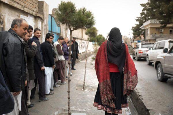 """Donne afghane, il manifesto delle giornaliste: """"Chiediamo tre cose ai talebani"""""""