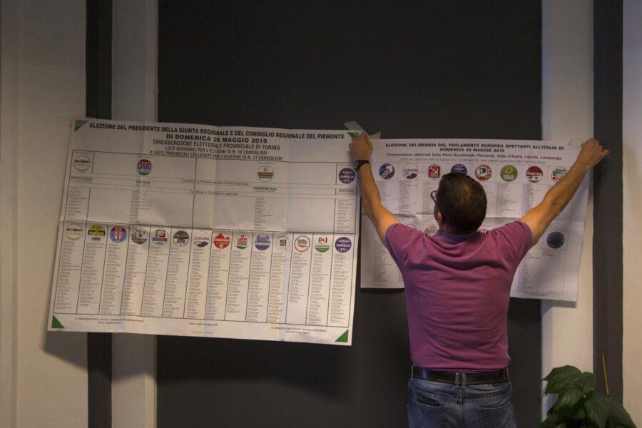 Comunali Napoli, record di simboli tra coalizioni e liste civiche: quanti avranno futuro?