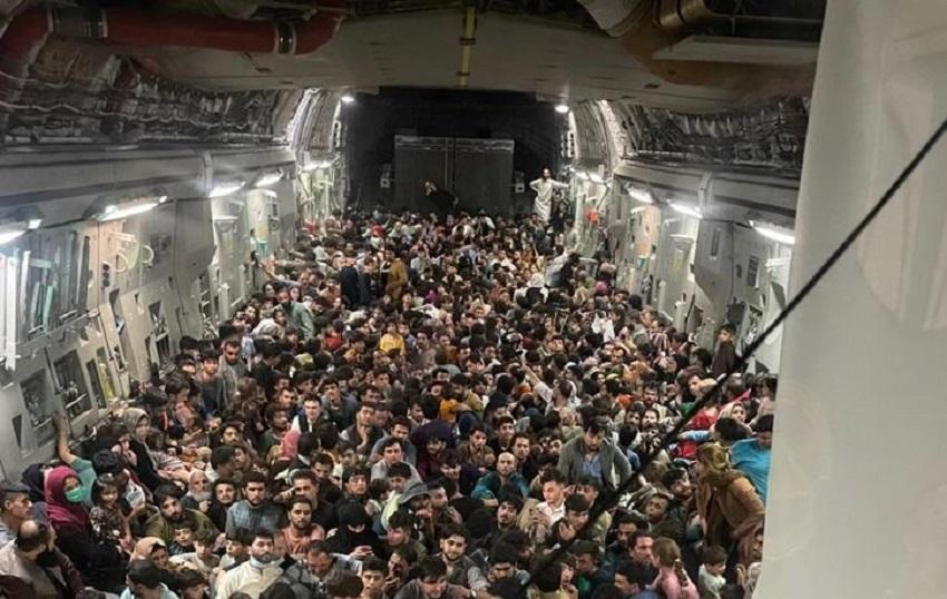 Il dramma dell'esodo in Afghanistan, in 640 ammassati nella stiva di un aereo C-17 americano