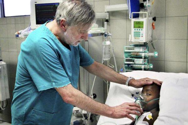 """Chi era Gino Strada, il medico che odiava la guerra: """"I pazienti vengono sempre prima di tutto"""""""