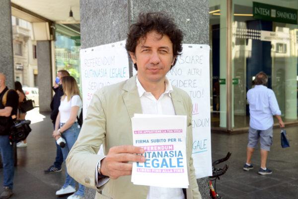 """""""I salotti tv ci ignorano ma la gente firma"""", Cappato esulta dopo le 500mila sottoscrizioni per il referendum sull'eutanasia"""