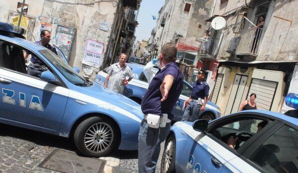 """Napoli, lite tra cognati finisce nel sangue: """"Correte, l'ha accoltellato"""""""