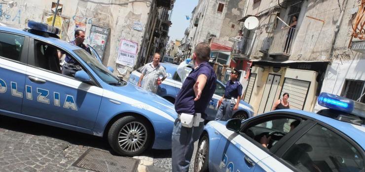 Agguato a Napoli, due giovani miracolati dai killer: proiettili alla testa e al petto