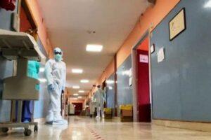 """""""Devo tornare a casa"""", positiva al Covid (e no vax) partorisce e fugge dall'ospedale"""