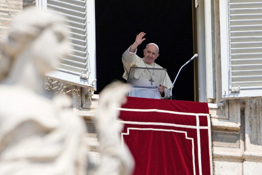 """""""Papa Francesco sta male e sta per dimettersi"""", la fake news che piace ai nostalgici di Ratzinger…"""