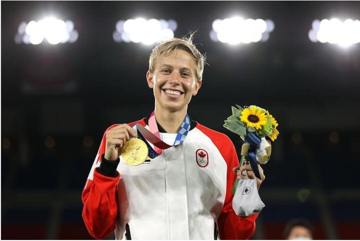 Chi è Quinn, la prima atleta transgender a conquistare una medaglia d'oro alle Olimpiadi