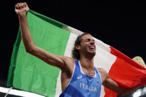 Chi è Gianmarco Tamberi: l'oro olimpico che voleva giocare a basket e il riscatto a Tokyo dopo l'infortunio