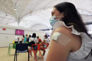 Obbligo vaccinale, verso l'estensione ad altre categorie: il 13% degli italiani ancora non prenotato