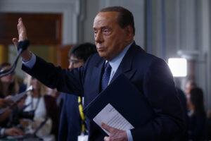 La Procura di Milano affonda ma continua la persecuzione contro Berlusconi