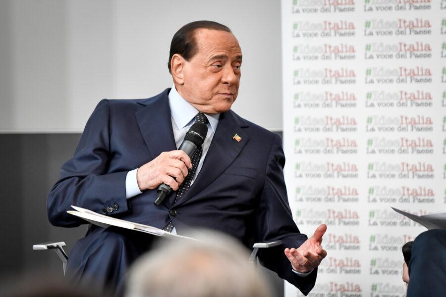 """""""Vivo o morto Berlusconi va condannato"""", la persecuzione senza fine del partito dei Pm"""