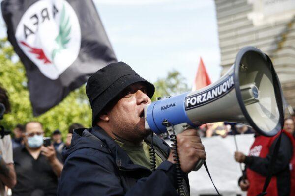 """La fake news di Forza Nuova sul leader-ultrà: """"Arrestato Castellino"""", ma era solo una perquisizione"""
