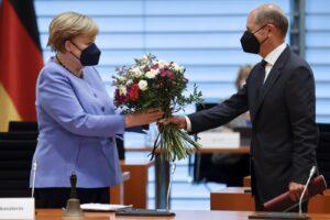 Elezioni in Germania: Merkel saluta, i tedeschi si fidano di Scholz