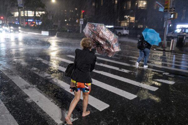 """L'uragano Ida travolge New York. Morti, metro in tilt e cascate d'acqua: """"È stato d'emergenza"""""""