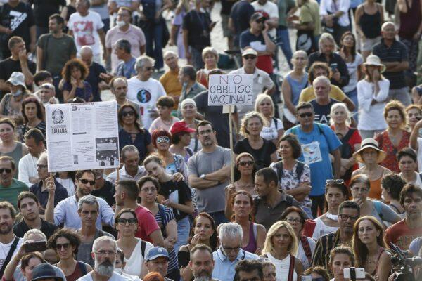 No Vax, blitz della polizia contro i 'guerrieri': preparavano armi ed esplosivi per la manifestazione di Roma