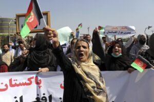 """Afghanistan, il diktat dei talebani alle donne: """"Niente sport, espone il loro corpo"""""""