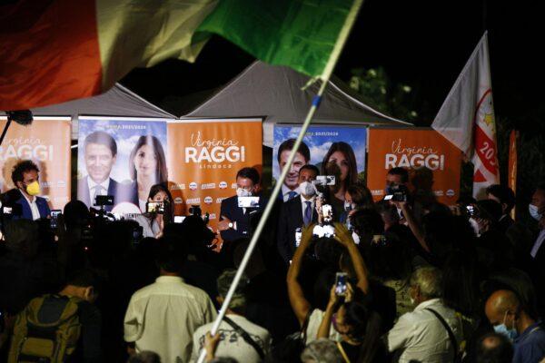 """Elezioni Roma, Raggi sale in cattedra: """"I miei avversari incompetenti, mi copiano tutto"""""""