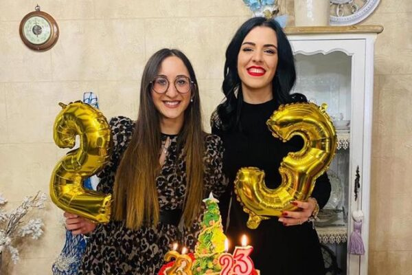La storia di Caterina e Melissa, sorelle per sempre: scambiate alla nascita in ospedale e riconosciute dopo 3 anni