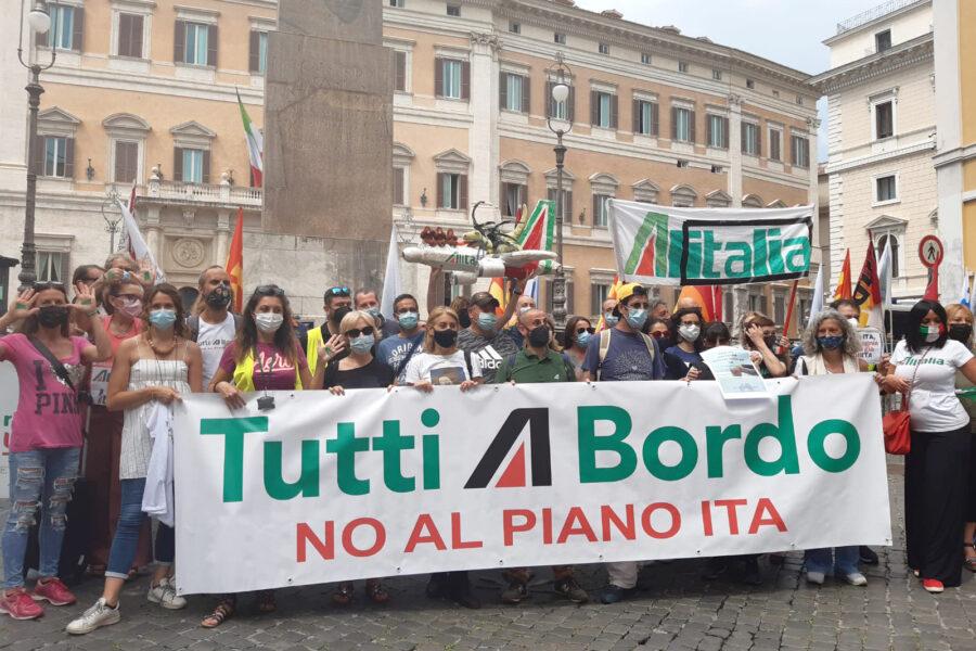 La maledizione Alitalia: tagli, rivolte e aiuti illeciti