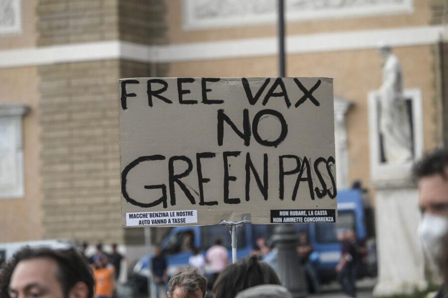 Niente santa inquisizione contro i no vax: è illiberale