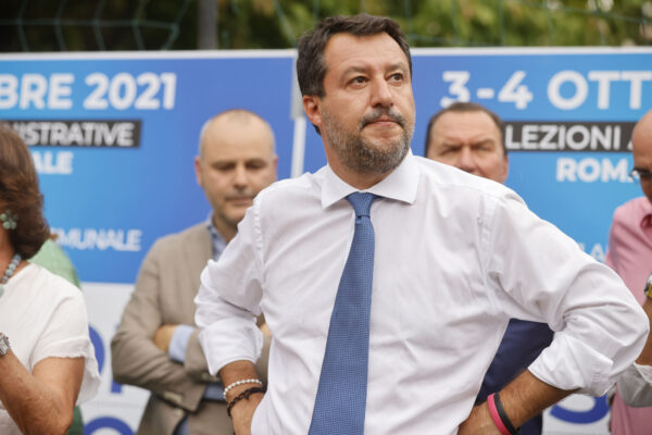 Draghi piega Salvini, la Lega dice sì al green pass