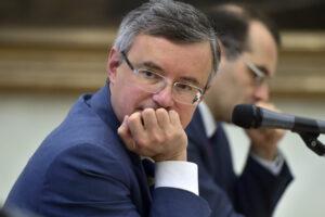 Alessandro Barbero firma l'appello dei prof no Green Pass: una difesa corporativa di bambocci che frignano