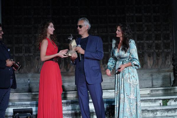 """San Gennaro Day, premiate le eccellenze napoletane: Andrea Bocelli incanta il Duomo con """"Core 'ngrato"""""""