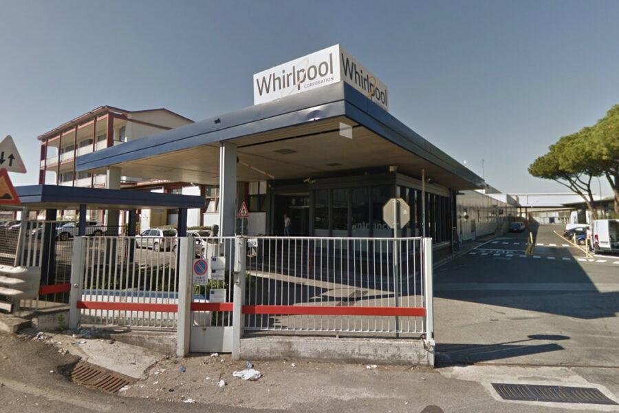 Whirlpool, Invitalia pronta a investire ma è muro contro muro con l'azienda