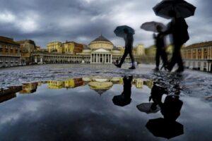 Maltempo in Campania, allerta meteo per altre 24 ore: in arrivo raffiche di vento e temporali