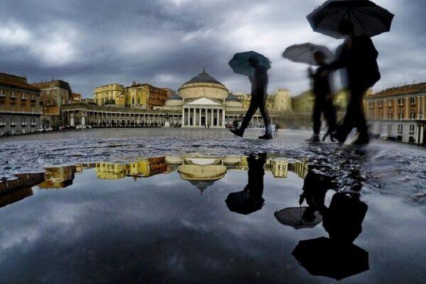 Allerta meteo in Campania, week end rovinato da piogge e temporali: livello giallo per 24 ore