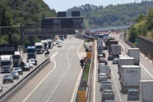Italia spaccata in due, l'autostrada A1 chiude per otto notti per lavori: 'colpa' dei lavori su un elettrodotto