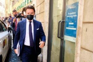"""Conte, scoppia la grana del ricorso degli attivisti: """"Statuto ed elezione a leader 5 Stelle illegittimi"""""""