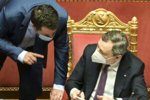 """Draghi spacca la Lega: """"Estenderò il green pass"""""""
