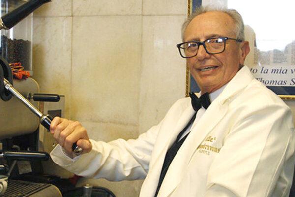 Caffè Gambrinus a lutto, è morto lo storico barista Giovanni Fummo: servì anche Bill Clinton