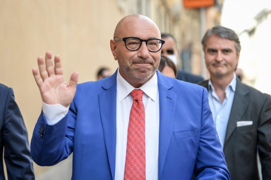 """Caos Milano, Bernardo minaccia il ritiro: """"Datemi i soldi per la campagna elettorale o mi fermo"""""""
