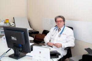 """Sospeso Mariano Amici, il medico No-Vax dei tamponi ai kiwi: """"Farò ricorso"""""""
