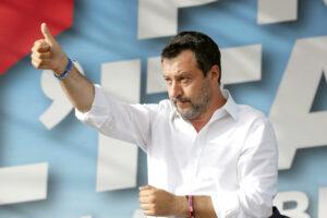 Figuraccia di Salvini sul Green pass, prima il via libera e poi il 'no': la Lega si spacca sulla sceneggiata