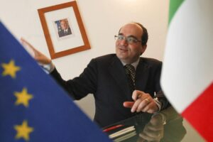 """Assolto dopo 7 anni di gogna, l'ambasciatore Giffoni cacciato dalla Farnesina è innocente: """"Mia vita distrutta"""""""